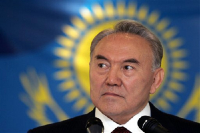 Nazarbayev Visits China To Meet Its new Leadership